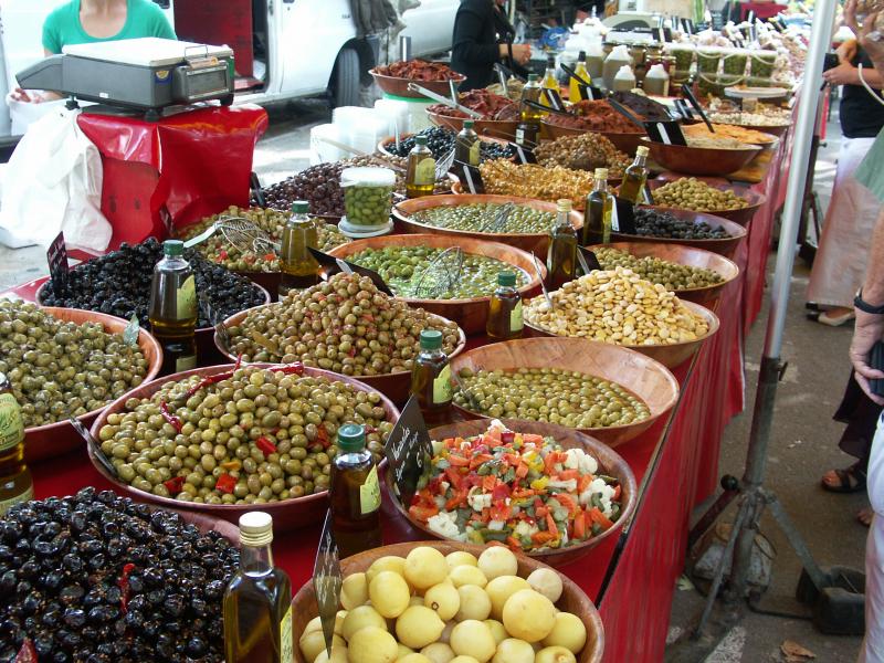 Grosse Auswahl von eingelegten Oliven
