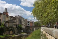Häuserzeile am Vernazobre Fluss in Saint-Chinian