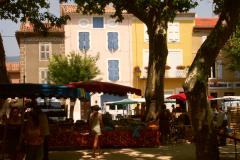Winzerhäuser am Marktplatz von Saint-Chinian