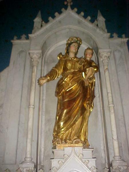 St Chinian - golden statue