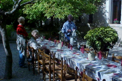 outdoor lunch - lovely!