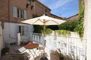 Sommer in Südfrankreich auf der Terrasse von Haus Les Hirondelles